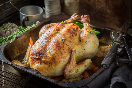 Keuken foto achterwand Kip Tasty grilled chicken with thyme and carrots