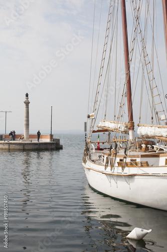 Fotografía  Altes traditionelles Segelboot