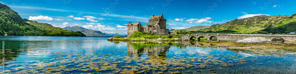 Fototapety, obrazy: Eilean Donan Castle during a warm summer day - Dornie, Scotland