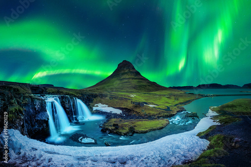 Aurore polaire Northern Light, Aurora borealis at Kirkjufell in Iceland. Kirkjufell mountains in winter.