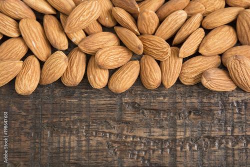 Photographie Fresh almonds, (Prunus dulcis)
