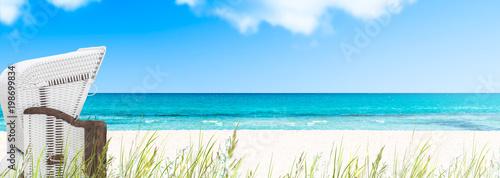 Keuken foto achterwand Noordzee strandkorb am leeren ostseestrand