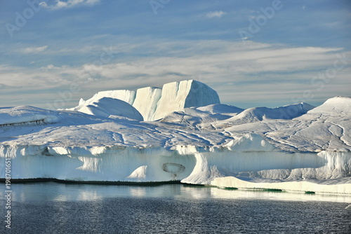 Fotobehang Poolcirkel Greenland. Floating icebergs near the coast of Ilulissa