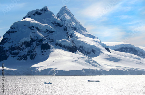 Staande foto Antarctica Antarctic ocean, Antarctica. Glacier Snow Covered Mountain. Dramatic blue Sky background
