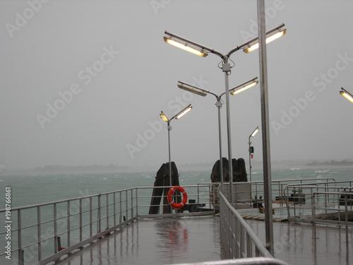 Fototapeta Wenecja, widok na lagunę podczas burzy, niepogoda obraz