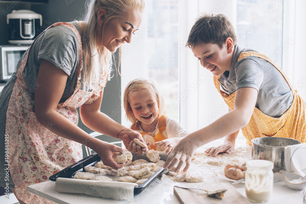 Fototapety, obrazy: Mom cooking with kids on the kitchen