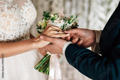 exchange of wedding rings Tableau sur Toile