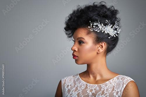 Fotomural beautiful dark skin bride