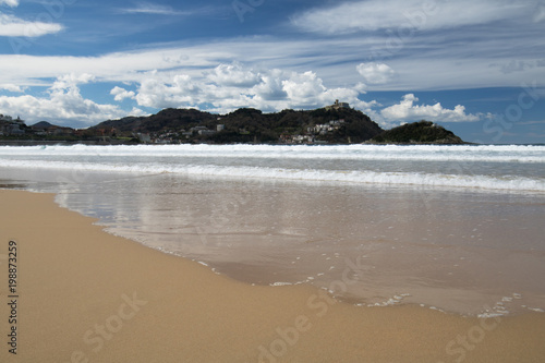 Foto op Aluminium Arctica beautiful sandy beach with view on monte igueldo and santa clara island in san sebastian, basque country, spain