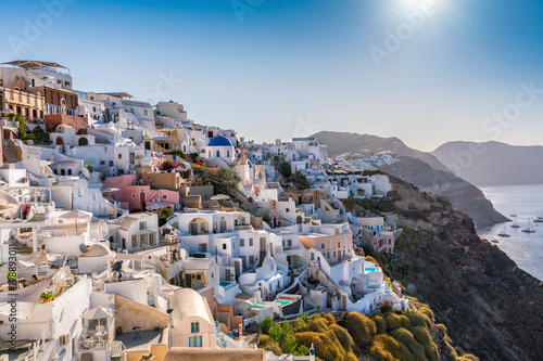 Papiers peints Santorini Beautiful Greek Santorini Island. Traditional white houses on the cliff. Morning sunlight