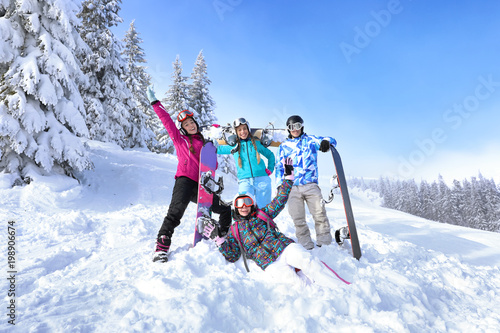 plakat Friends at snowy ski resort. Winter vacation