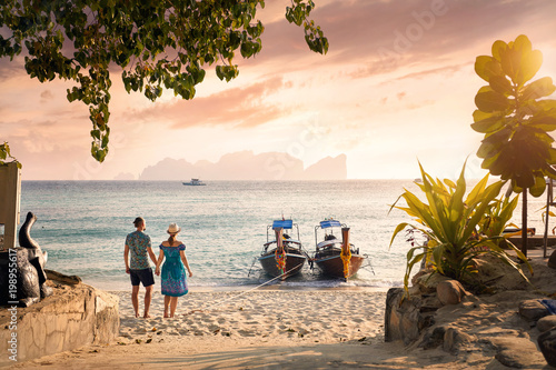 Stampa su Tela Couple on the tropical sunset beach