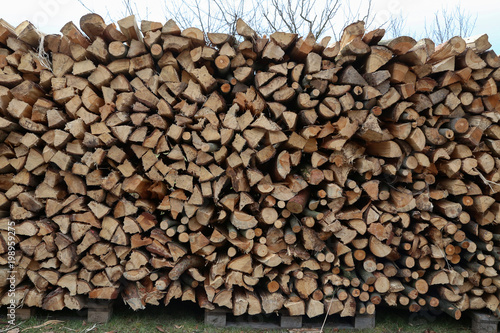 Foto op Plexiglas Brandhout textuur Folded firewood for oven