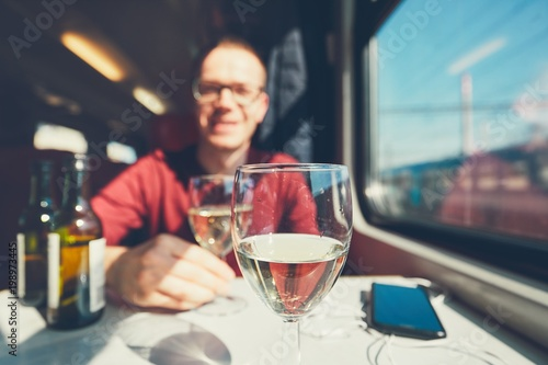 Poster de jardin Bar Young man traveling by train