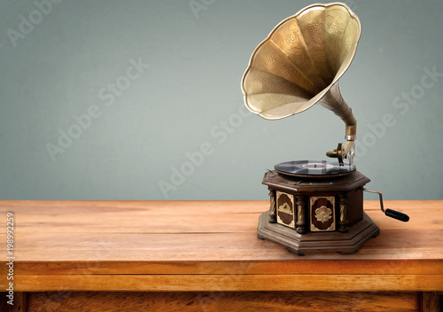 Photo sur Toile Retro Vintage gramophone, retro music player technology. vintage gray background