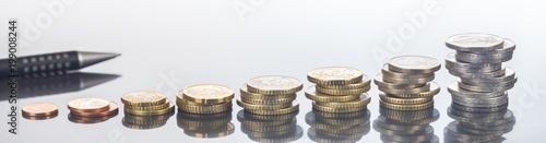Fotografía  Finanzen, Euro, steigender Gewinn und Einkommenssteigerung, Hintergrund, Panoram