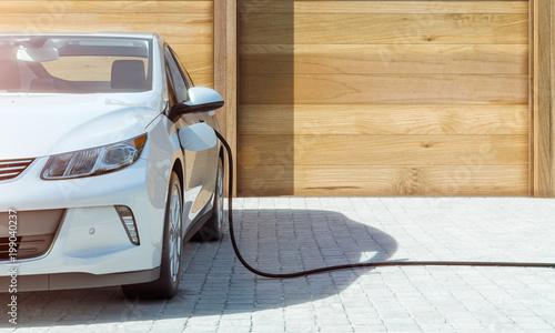 Elektroauto zu Hause laden mit Ökostrom frontal
