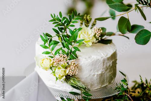 Beautiful and natural lavender wedding cake