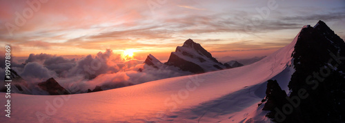Montage in der Fensternische Gebirge panoramic view of gorgeous pink sunrise over glacier and high mountain peaks in the Alps