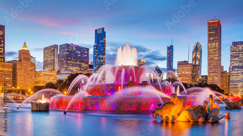 фотография  Panorama of Chicago skyline  with skyscrapers and Buckingham fountain
