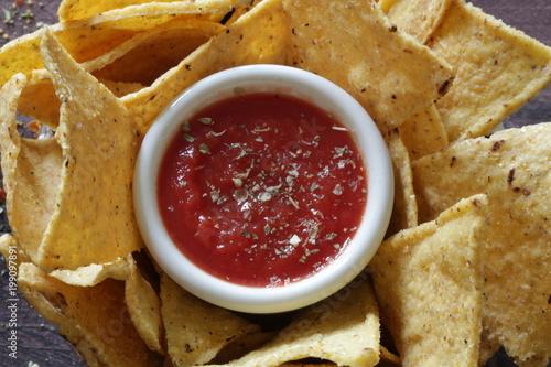Valokuva tortillas di mais con salsa