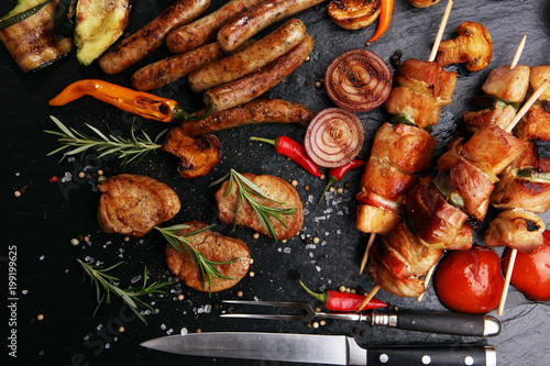 Foto op Plexiglas Grill / Barbecue Assorted delicious grilled meat with vegetable on a barbecue