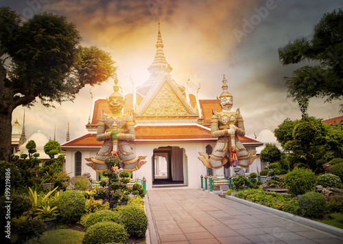 Poster Bangkok beautiful landscape of wat arun temple important landmark and traveling destinaton in bangkok thailand