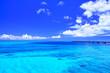 canvas print picture - 真夏の宮古島・下地空港の誘導灯のある海