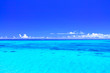 Leinwandbild Motiv 真夏の宮古島・下地空港沿いに広がる綺麗な海