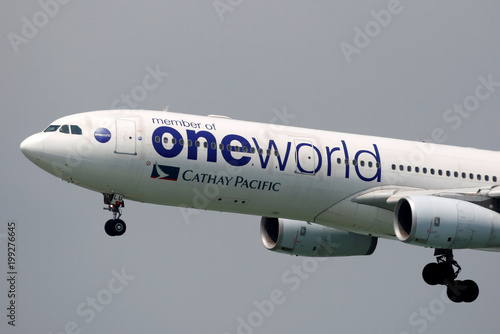 A Cathay Pacific Airbus A330 in Oneworld livery descends