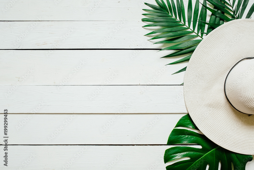 Fototapety, obrazy: White straw hat, green plam leaves on wooden baclground. Summer holidays vacation concept. Poster banner, postcard template.