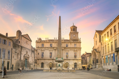 Photo Arles Town Hall at Sunset, France