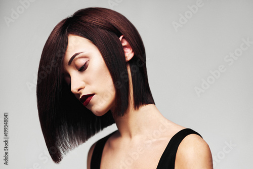 Foto op Plexiglas Kapsalon Model with perfect long glossy brown hair. Close-up Bob haircut portrait