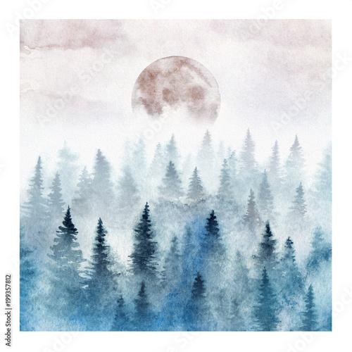Krajobraz z mglistym lasem i wschodzącą księżyc. Akwarela ilustracja.