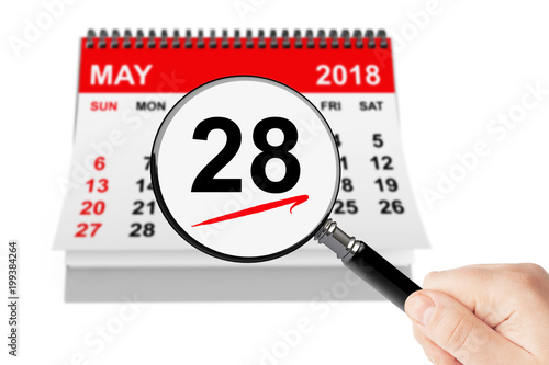 Fotografia  Memorial Day Concept. 28 may 2018 calendar with magnifier