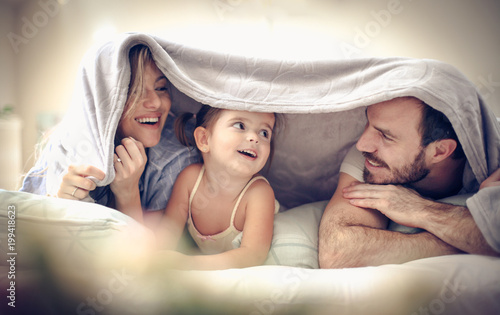 Obraz Fun under blanket. - fototapety do salonu
