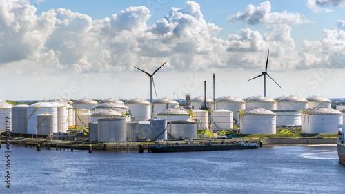 Photo  Oil storage silo tanks in a  port terminal