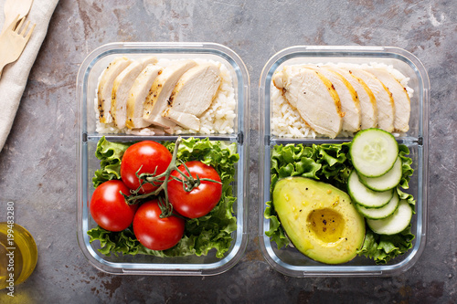 Foto op Canvas Kruidenierswinkel Healthy meal prep containers with chicken and rice