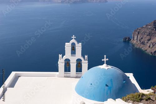 Foto op Plexiglas Santorini Orthodox church overlooking the Aegean Sea on the island of Santorini