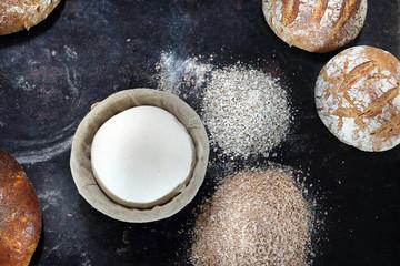 Wyrastanie chleba. Piekarnia Kompozycja naturalnych, ekologicznych wypieków piekarniczych.