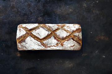 Chleb żytni z foremki. Piekarnia tradycyjna. Naturalne wypieki domowego chleba
