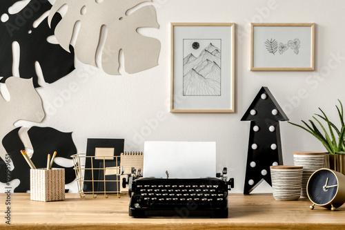 Papiers peints Akt Black typewriter on desk