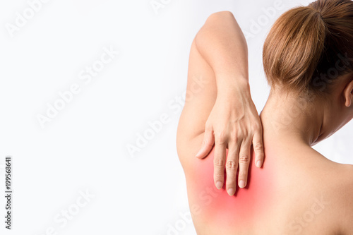 Fotografía left hand touching medial border of left scapular bone, case tender and trigger