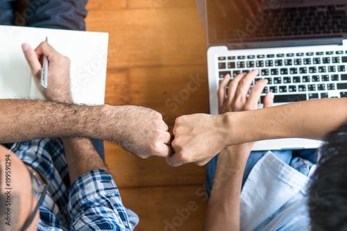 Foto  Business start up partners teamwork
