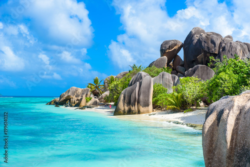 Staande foto Strand Source d'Argent Beach at island La Digue, Seychelles - Beautifully shaped granite boulders and rock formation - Paradise beach and tropical destination for vacation