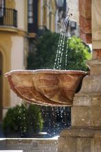 Fuente De La Farola, En La Plaza Virgen De Los Reyes En Sevilla