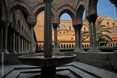 In de dag Il chiostro del Duomo di Monreale - Palermo, Sicilia