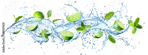 Spoed Foto op Canvas Vruchten Water Splash With Mint Leaves And Slices Of Lime