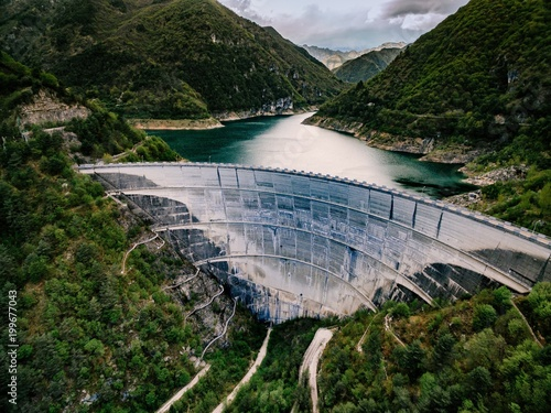 Cadres-photo bureau Barrage Valvestino Dam in Italy. Hydroelectric power plant.