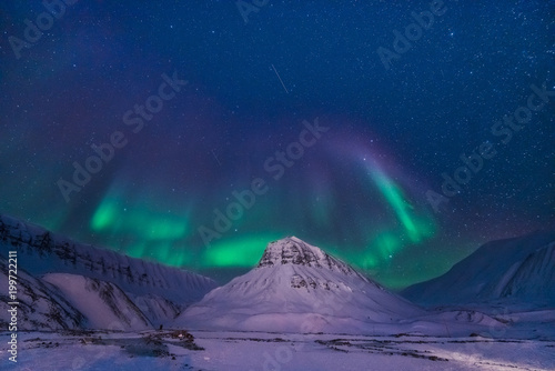 Poster Bleu nuit The polar arctic Northern lights aurora borealis sky star in Norway Svalbard in Longyearbyen city man mountains